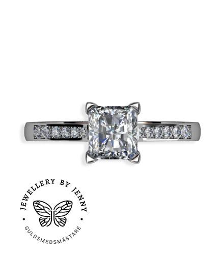 ring med radiantslipad diamant